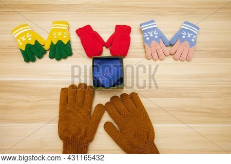 Simulation Scene Of Kids Give Tie Gifts For Father Or Dad In Father's Day With Wood Background. Back