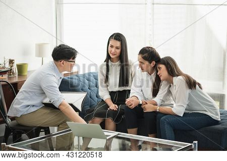 The Male Insurance Broker Is A Male Life Insurance Insurance For A Family. There Are Three Women In