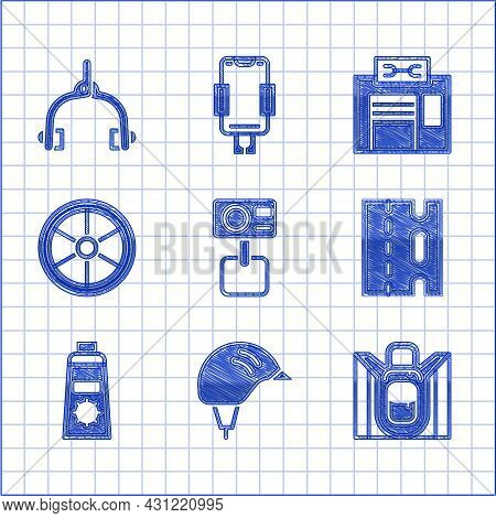 Set Action Extreme Camera, Bicycle Helmet, Hiking Backpack, Lane, Sunscreen Cream Tube, Wheel, Repai