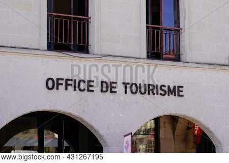 Bordeaux , Aquitaine  France - 08 25 2021 : Office De Tourisme Sign Text On Tourism Agency Building