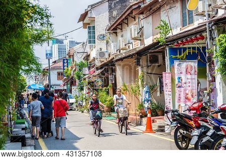 Malacca,malaysia - April 21,2019 : Jonker Street Is The Centre Street Of Chinatown In Malacca. It Wa