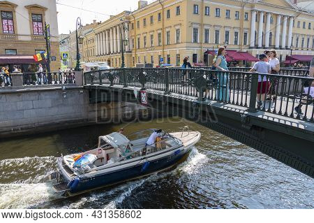 St. Petersburg, Russia - July 09, 2021: A Walking Boat With Passengers Is Moving Through The Channel