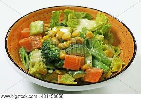 Mixed Vegetable Compound Salad With Broccoli, Baby Corn, Cucumber Carrot And Lettuce
