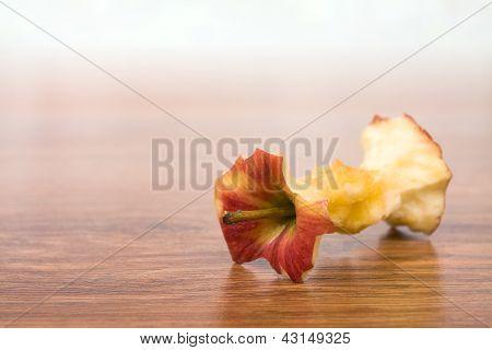 Red apple bit