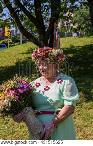 Podstolice, Poland - August 15, 2021: A Woman Presenting Her Bouquet During The 13th Edition Of The