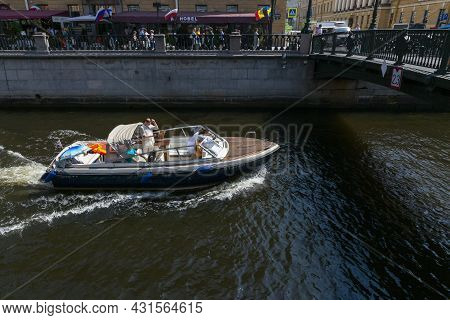 St. Petersburg, Russia - July 09, 2021: A Walking Boat With Passengers Is Moving Through The Canal I