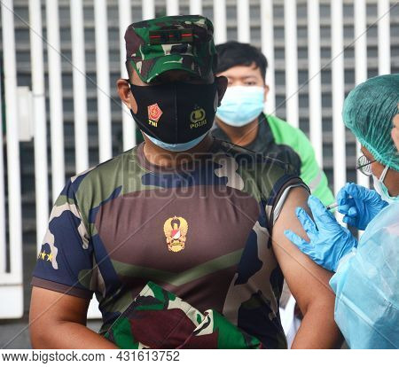 Jakarta, Indonesia, June 11th 2021. A Medic Is Seen Injecting A Vaccine Into An Indonesian Army.