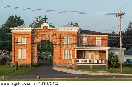 Gettysburg, Pennsylvania, Usa August 27, 2021 The Gatehouse At The Evergreen Cemetery Which Was Buil