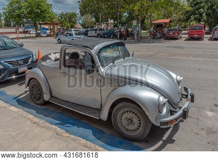 Bacalar, Mexico-september 03, 2018: Old Volkswagen Beetle Cabriolet On The Roadside, Bacalar, Mexico