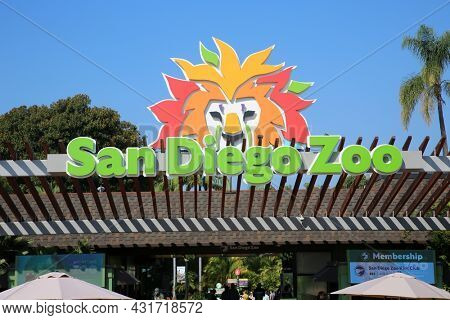 8-27-2021 San Diego, California: San Diego Zoo Entrance. Entrance and Sign to the San Diego Zoo.