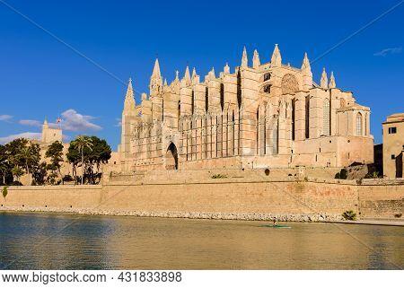 Sightseeing Of Mallorca. La Seu, The Gothic Medieval Cathedral Of Palma De Mallorca, Mallorca Island