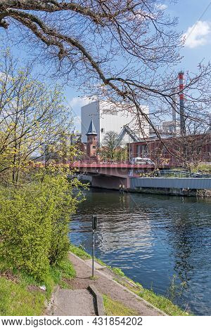 Berlin, Germany - April 20, 2021: Berlin-spandau Shipping Canal With The Foehrer Bridge And Combined