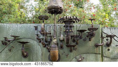 Mackay, Queensland, Australia - September 2021: Iron Art On A Wall At Botanic Gardens To Represent T