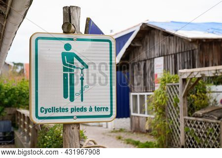 Cyclistes Pied A Terre French Text Road Panel Means Foot-on-the-ground For Cyclists Information Sign
