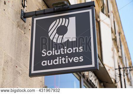 Bordeaux , Aquitaine  France - 08 30 2021 : Amplifon Logo Brand And Text Sign Store Hearing Aid Shop