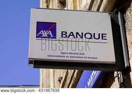 Bordeaux , Aquitaine  France - 08 30 2021 : Axa Banque Et Assurance Logo Text And Brand French Sign
