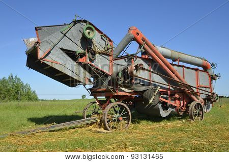Old threshing machine