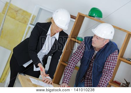 corporate forewoman assigning objectives to male construction manager