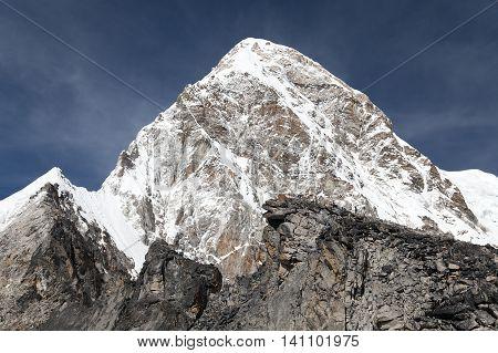 khumbu valley and pumo ri peak - trek to Everest base camp - nepal