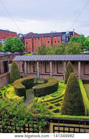 Inner Court Of Interesting Design In Glasgow