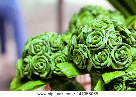 Green pandan leaves a bouquet of flowers.