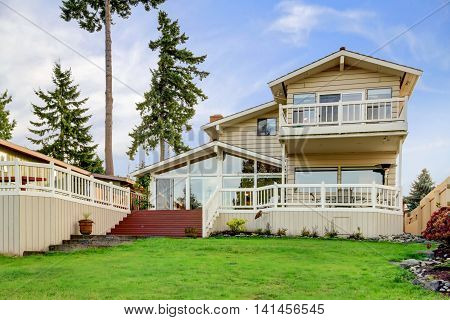 Elegant Water Front Home Located In Redondo Washington