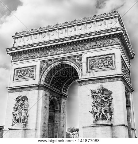 A black and white shot of the famous Arch of Triumph (arc de triomph) in Paris