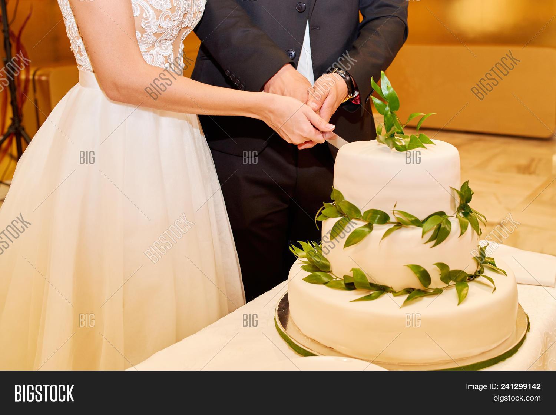 Bride Groom Cutting Image & Photo (Free Trial) | Bigstock