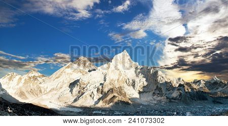Evening Panoramic View Of Mount Everest With Beautiful Sunset Clouds From Kala Patthar, Sagarmatha N