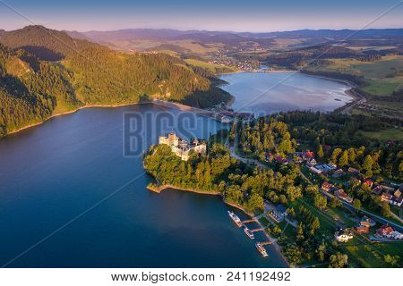 Medieval Castle In Niedzica By Lake Czorsztyn, Poland