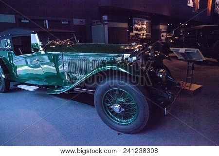 Naples, Florida, Usa - May 5, 2018:  Green 1932 Bentley 8 Litre Corsica Displayed At The Revs Instit
