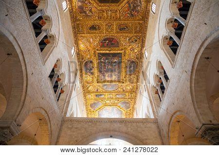 Bari, Italia - 5.05.2018: Interior Of Basilica Of Saint Nicholas In Bari, Italy