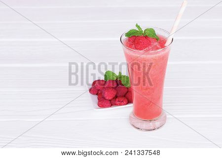 Raspberry Smoothies, Fruit Juices And Raspberry Red Fruit  Beverage Healthy The Taste Yummy In Glass