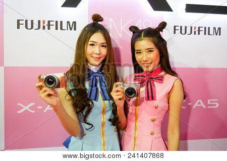 Bangkok, Thailand - February 20, 2018: Pretty Girls Are Showing Fujifilm X-a5, The Latest Mirrorless