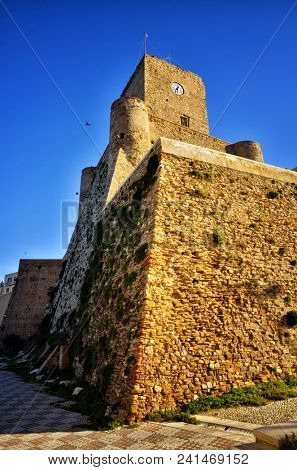 Termoli is a seaside resort famous for its charming and ancient downtown.The old downtown has medieval origins, it is perched on a rocky promontory, and it is characterized by narrow streets.
