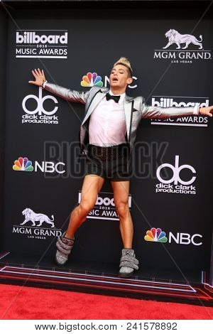 LAS VEGAS - MAY 20:  Frankie Grande at the 2018 Billboard Music Awards at MGM Grand Garden Arena on May 20, 2018 in Las Vegas, NV