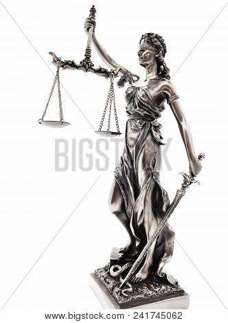 Statur Der Justiz Freigestellt Auf Weißem Hintergrund