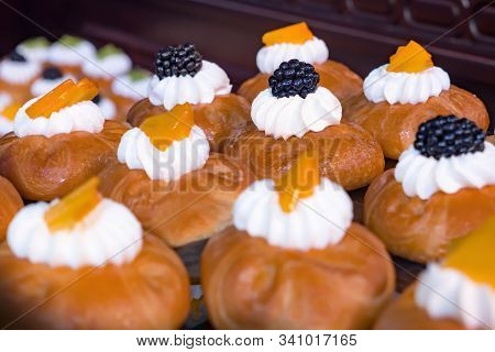 French Pastry, Cakes, Sweets. Bake, Pastry, Little Treats. Food Catering. Holiday Treats. Cuisine Cu