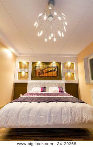 moderne Schlafzimmer-Innenraum mit Bild der Schiffbruch an der Wand (Foto aus meiner Galerie)