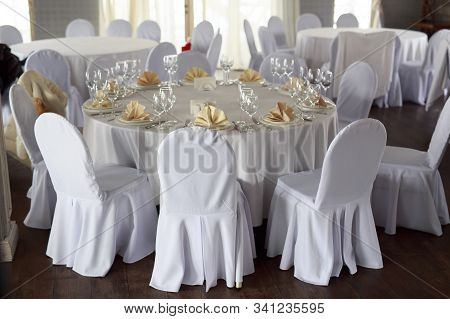 Banquet Hall Chairs, White Tablecloth, Food Table, Table Setting, Empty Wine Glasses, Banquet Hall W