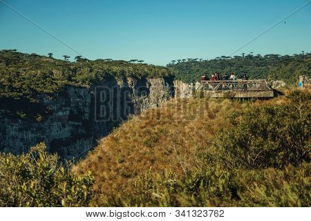 Cambara Do Sul, Brazil - July 16, 2019. People At Wooden Belvedere On The Edge Of Cliff At The Itaim