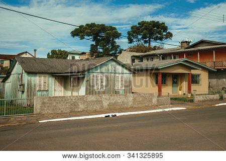 Cambara Do Sul, Brazil - July 19, 2019. Working-class Old Houses In A Traditional Rural Style On A S