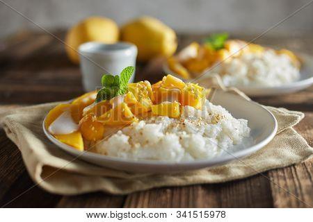 Mango With Sticky Rice , Thai Dessert .
