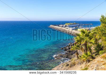 Azure Water Of Atlantic Ocean On Morro Jable Beach, Fuerteventura Island, Canary Islands, Spain. Por