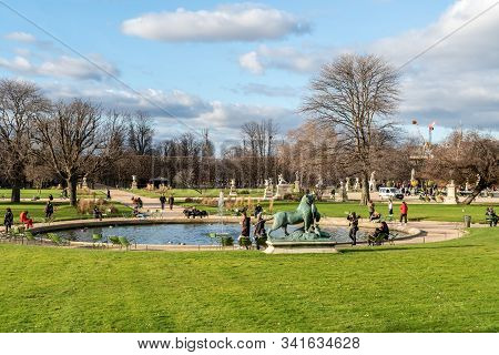 Paris, France - December 25 2019: Small Bassin Fountain In The Jardin Des Tuileries, In Winter On A
