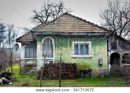Old Peasant House. Travel In A Rural Area Of Romania, Eastern Europe.