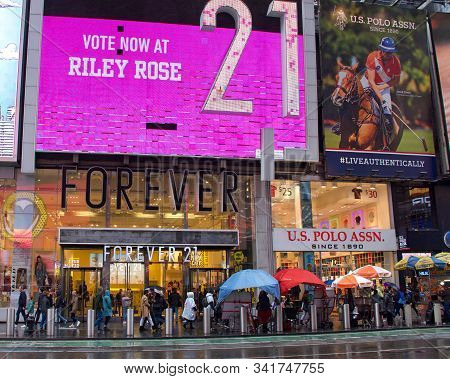 New York, N.y. - Oct 27, 2019: Forever 21 Store Front On Broadway. Stylized As Forever 21, Is An Ame