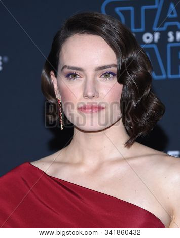 LOS ANGELES - DEC 16:  Daisy Ridley arrives for the ÔStar Wars: The Rise of SkywalkerÕ Premiere on December 16, 2019 in Hollywood, CA