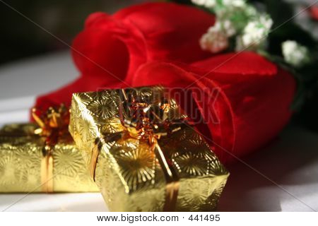 Gold Prsents