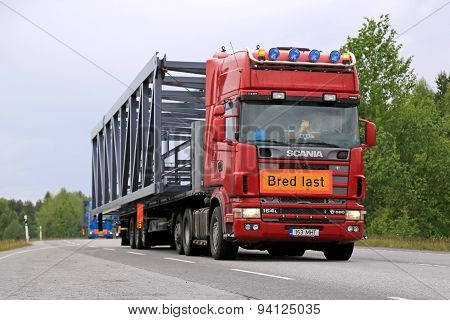 Scania 164L 580 Semi Truck Hauls A Wide Load